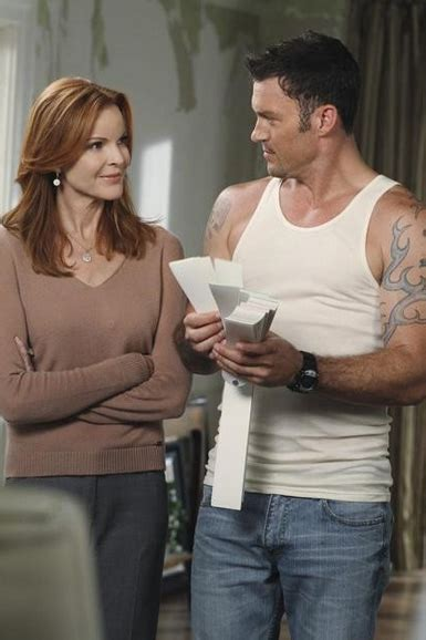 First Look: DESPERATE HOUSEWIVES Welcomes Some Familiar