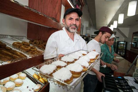 In Greenpoint, a Situation Ripe for a Doughnut War - The